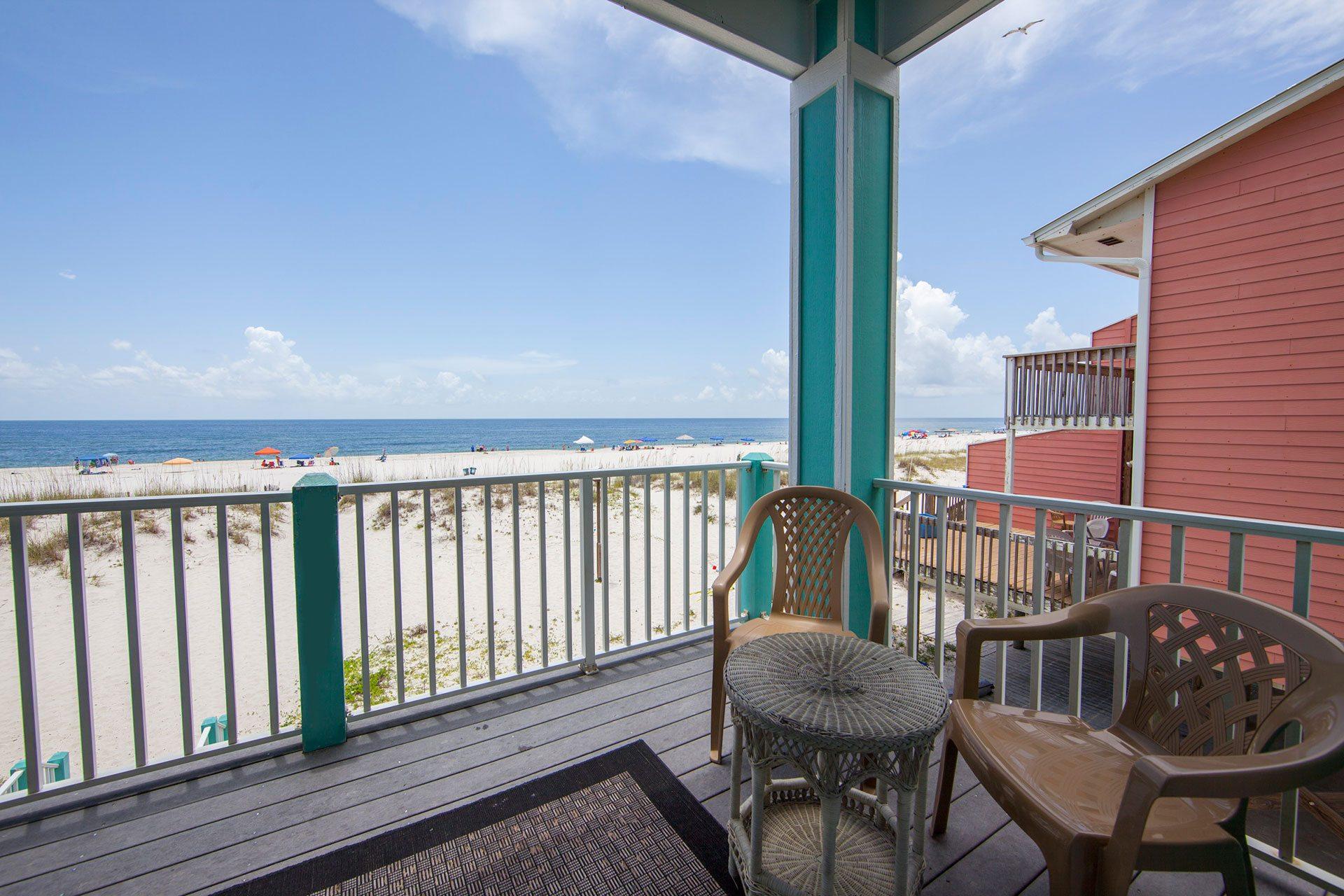 Wits-End-1st-floor-balcony-beachside-2