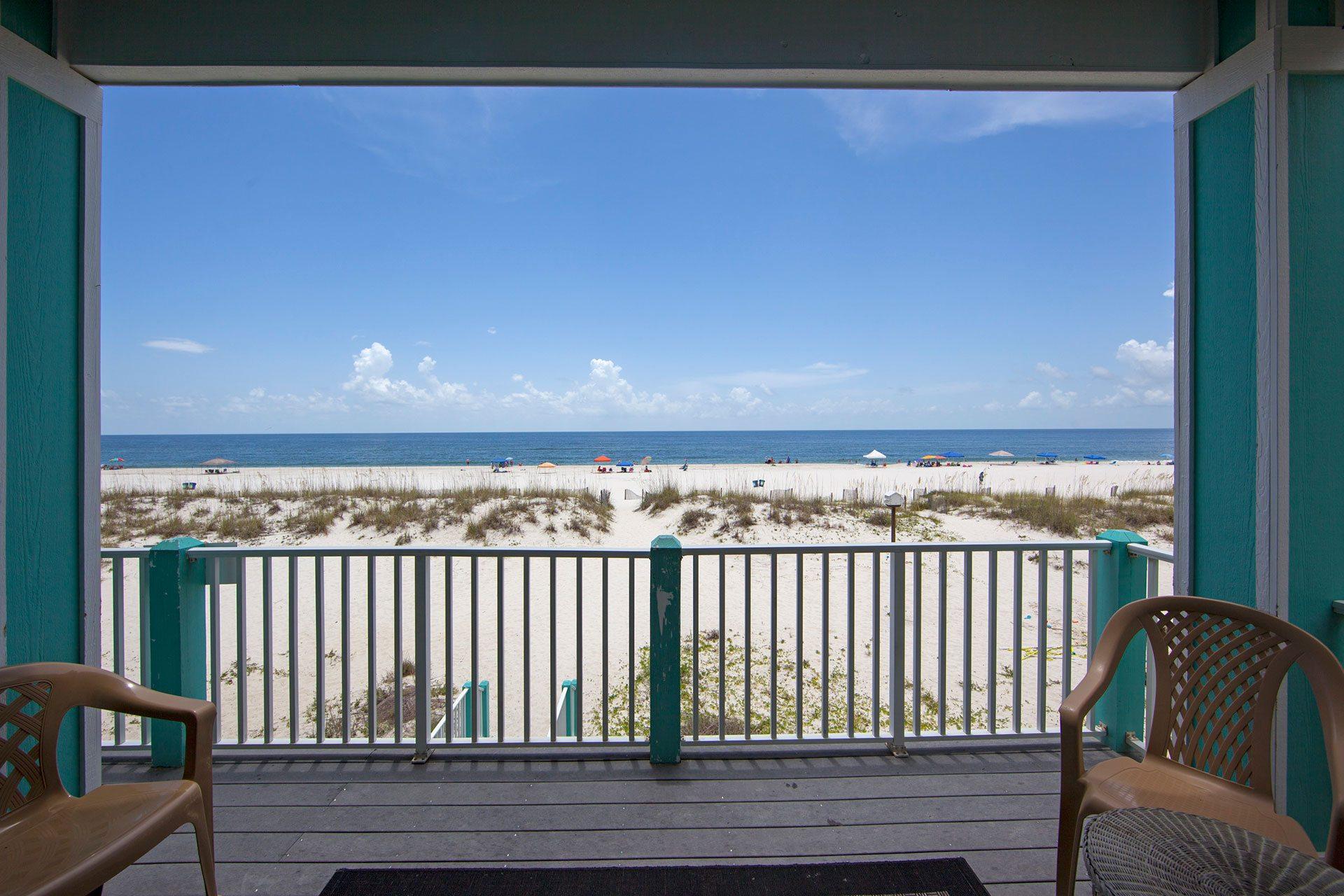 Wits-End-1st-floor-balcony-beachside