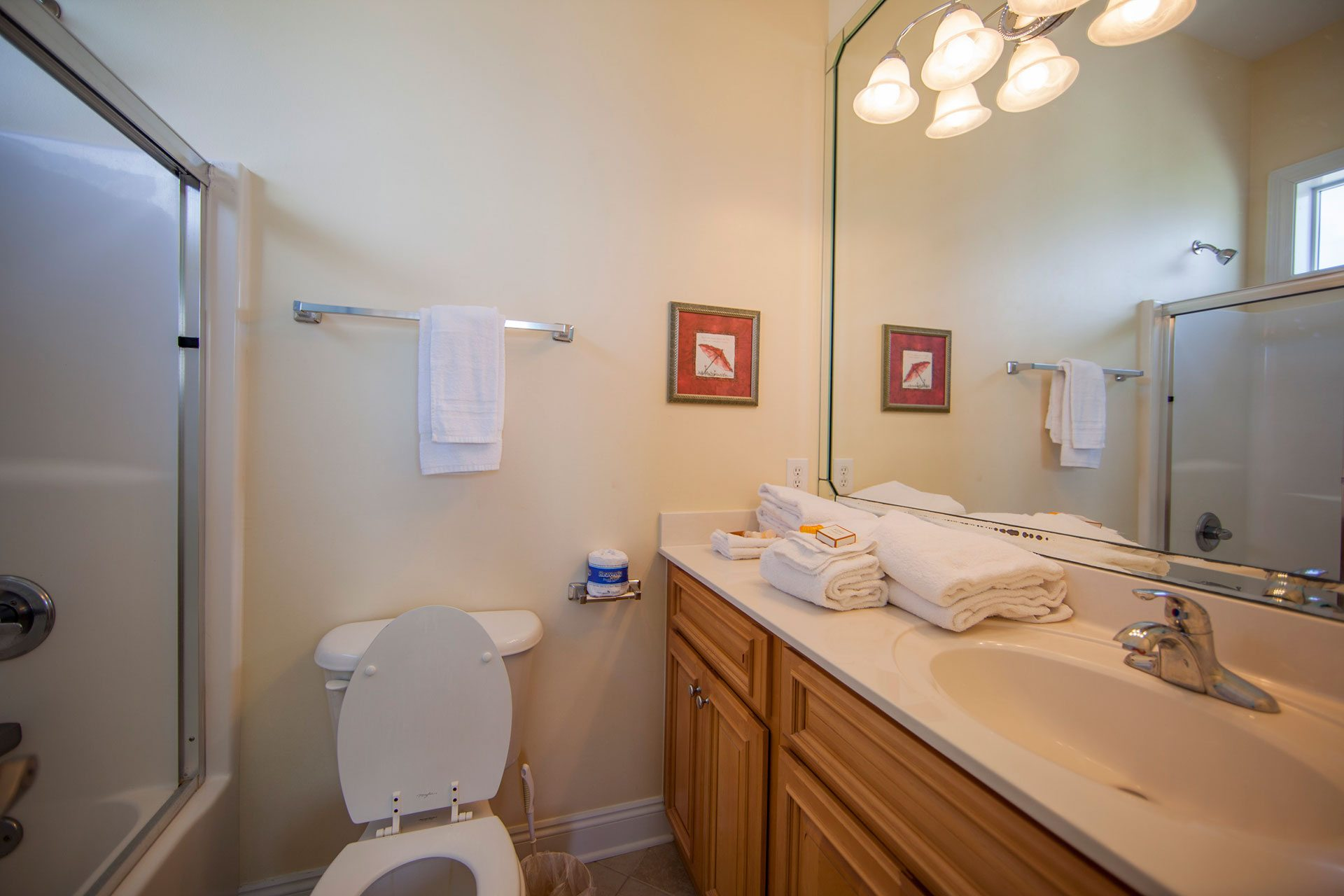 Wits-End-E-1st-floor-bath-in-bedroom