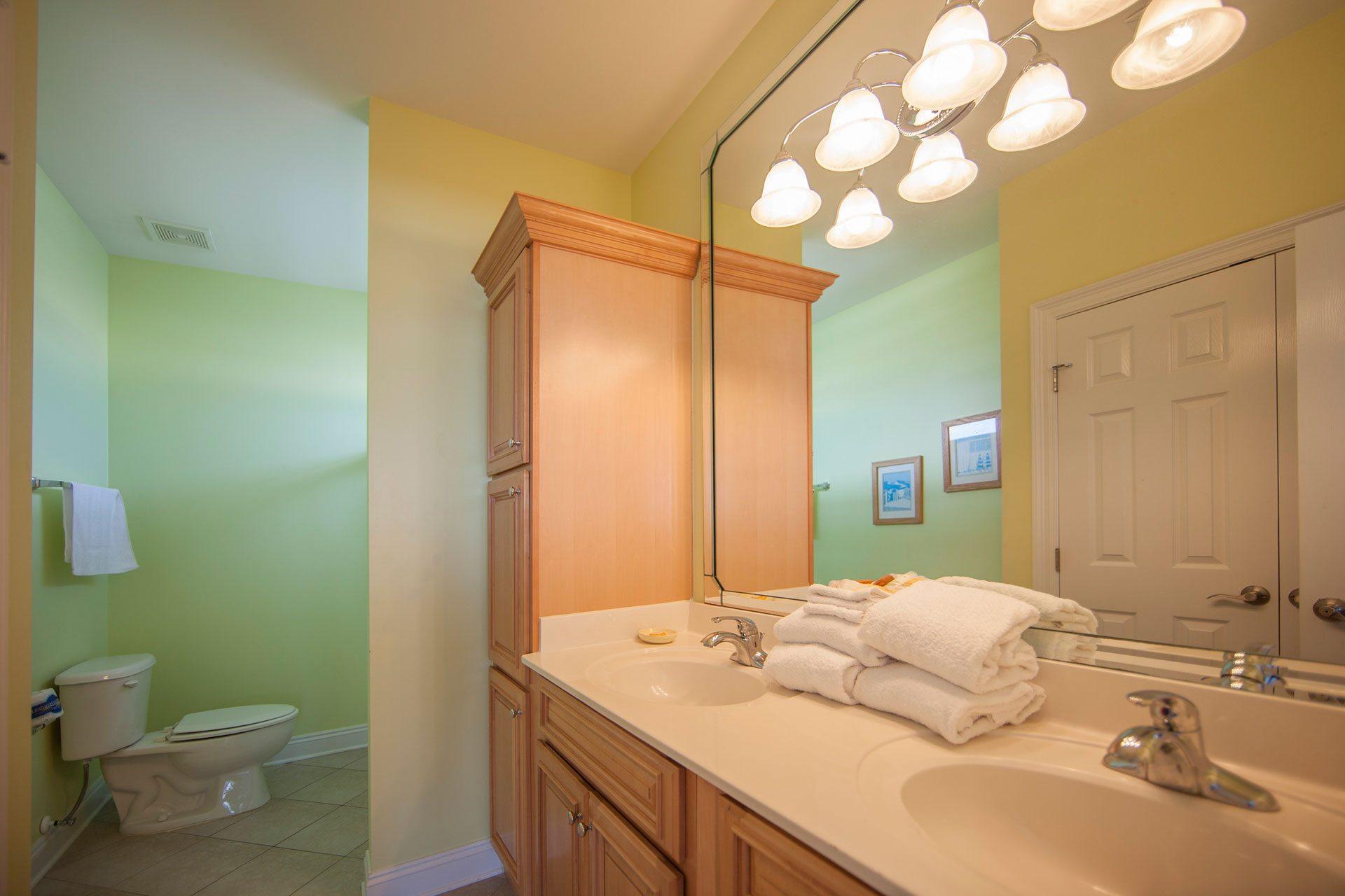 Wits-End-E-3rd-floor-Gulfside-bath