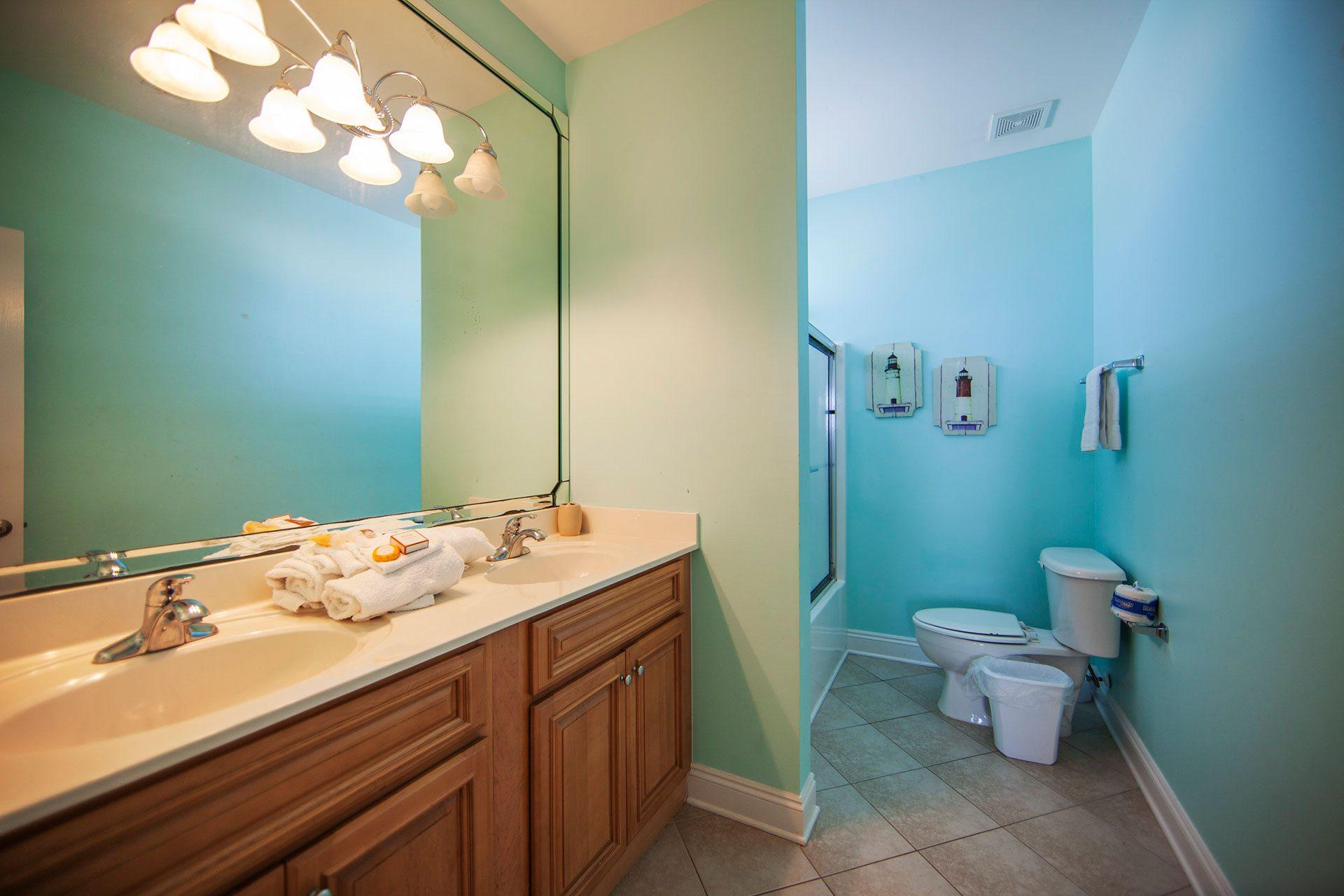 Wits-End-E-3rd-floor-N-bathroom