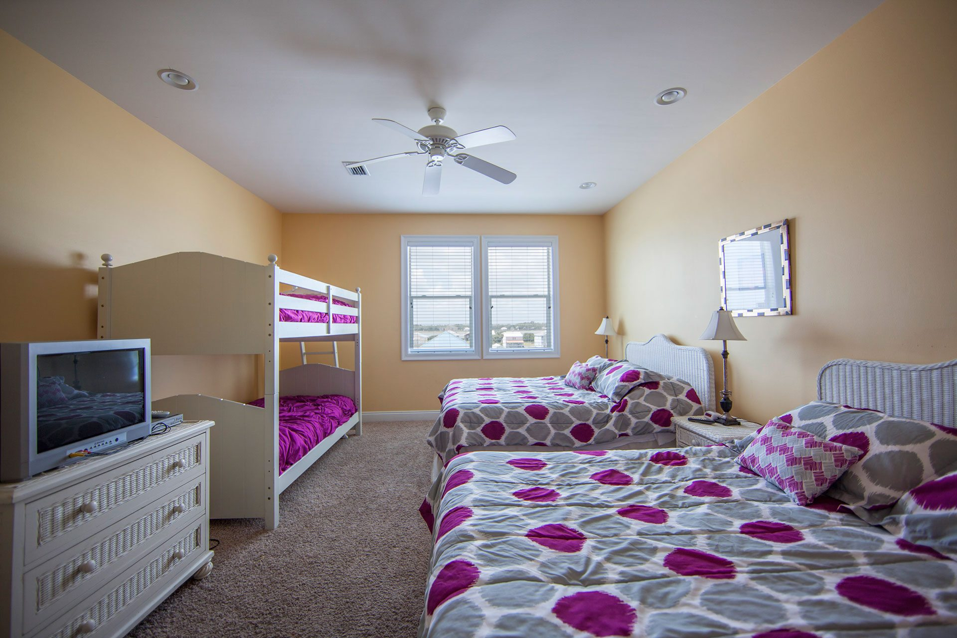 Wits-End-E-3rd-floor-N-bedroom