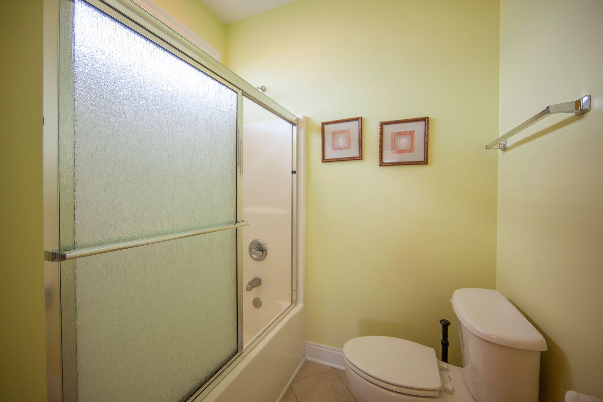 Wits-End-W-3rd-floor-Gulfside-bath2