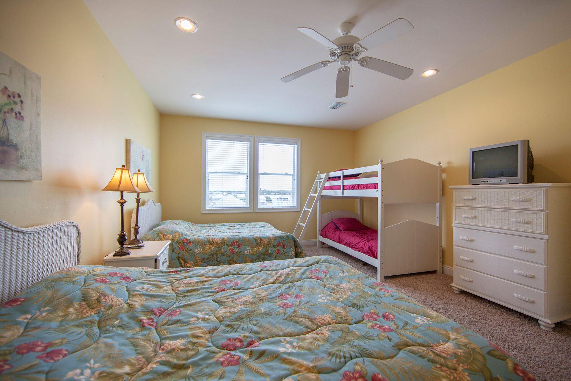 Wits-End-W-3rd-floor-N-bedroom1
